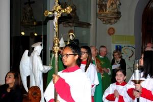 16-beginning-procession-at-mass